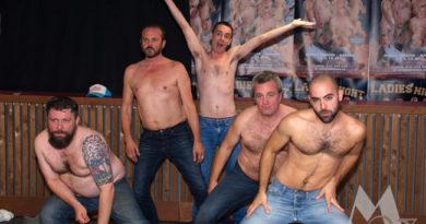 Cast Ladies Night stript voor de pers