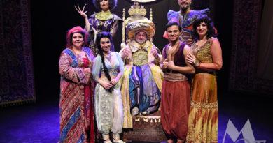 Vliegend tapijt van Aladdin scheert hoge toppen